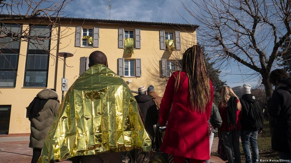 The golden Waves art show in Pianoro | Photo: Marco Mensa/Ethnos