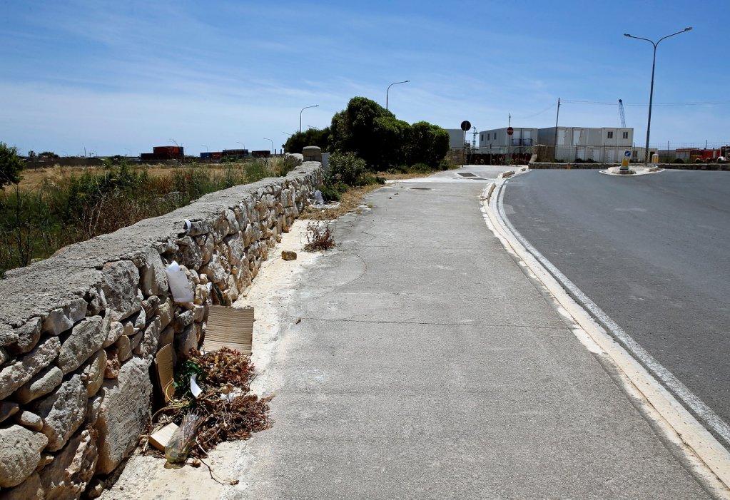 Lassana Cissé a été abattu par deux militaires maltais sur cette route à Malte, le 6 avril 2019. Crédit : Reuters
