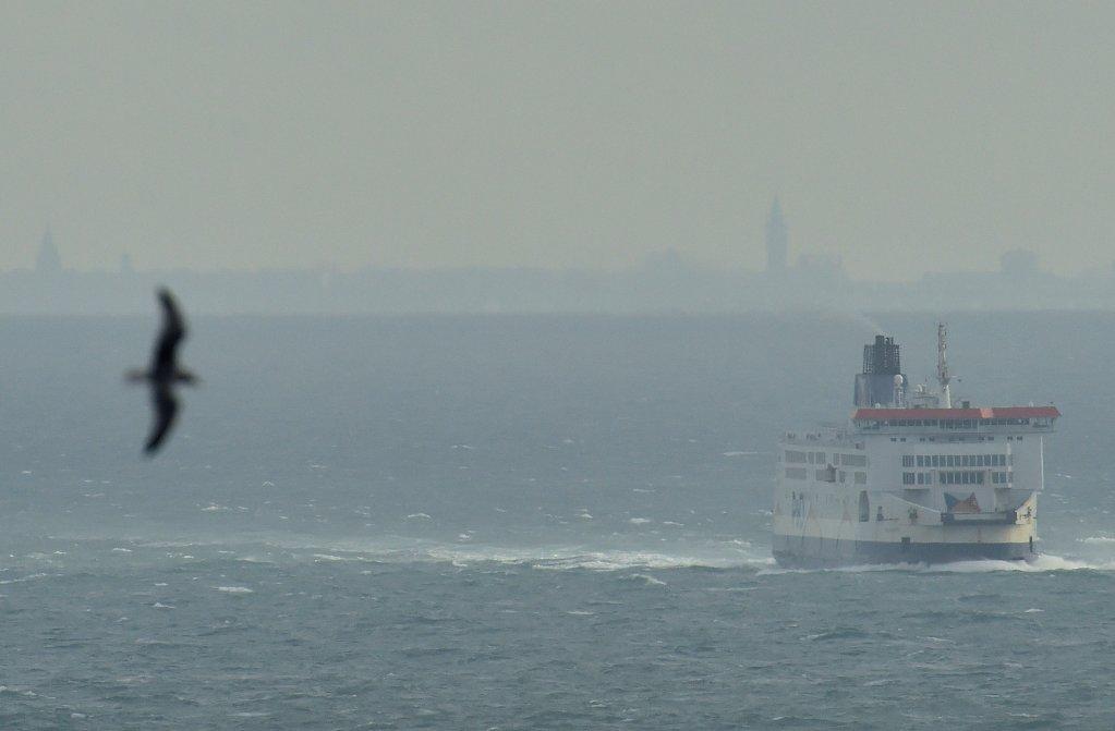 عبارة ركاب تبحر من  الساحل الفرنسي نحو ميناء دوفر في بريطانيا| المصدر: وكالة رويترز
