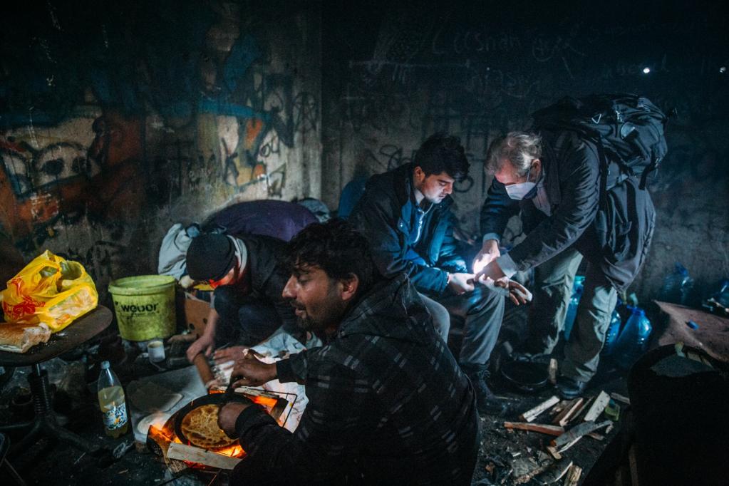گیرهارد ترابیرت، یک داکتر آلمانی سرگرم معالجه پناهجویان در بیهاج عکس از ماه جنوری امسال  Photo: Alea Horst