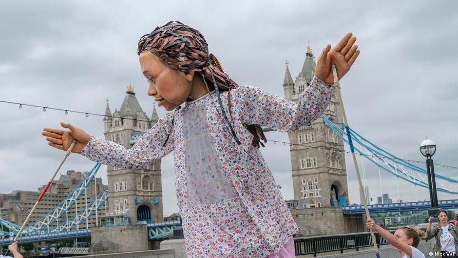Little Amal puppet in London, UK | Photo: Nick Wall (via DW)
