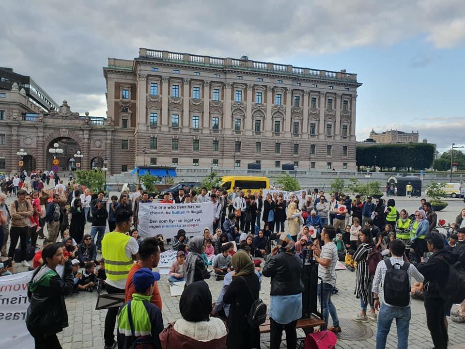 تحصن مهاجران در برابر پارلمان سویدن. عکس از صفحه فسبوک  Liv utan gränser