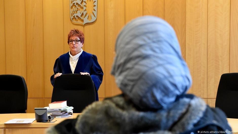 Les réfugiés qui doivent comparaître devant un tribunal ou qui décident de faire appel peuvent demander conseil auprès d'une clinique d'aide juridique aux réfugiés. Photo:  picture-alliance/dpa