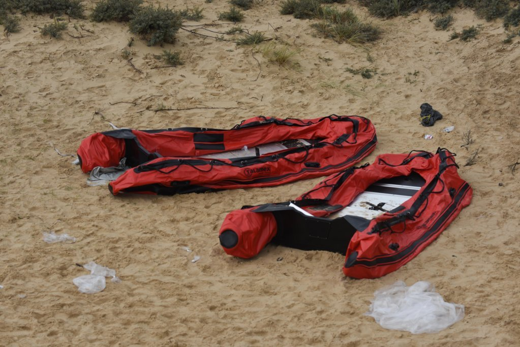 اسباب بجا مانده از مهاجران در سواحل نزدیک کاله، ۳۱ اگست ۲۰۲۰. عکس از مهدی شبیل