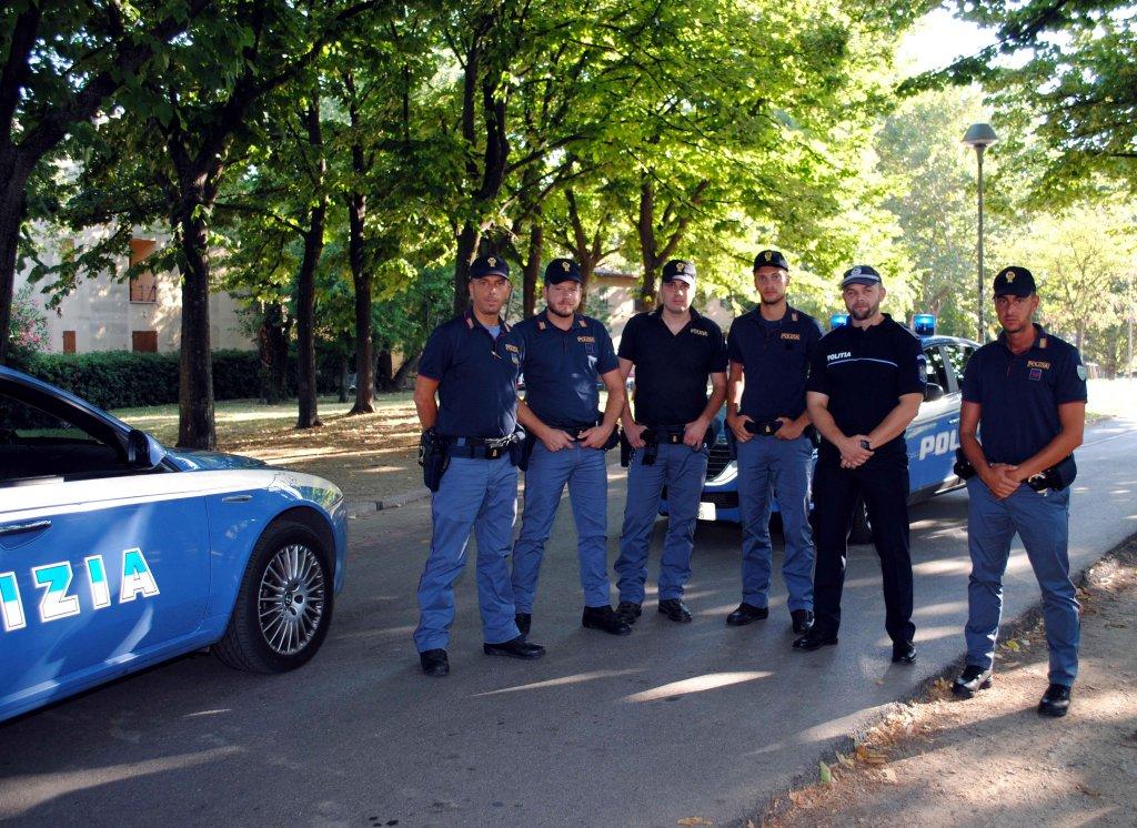 ANSA / عملية للشرطة الإيطالية في ريميني. المصدر أنسا / ماسيميو بيركوتزي.