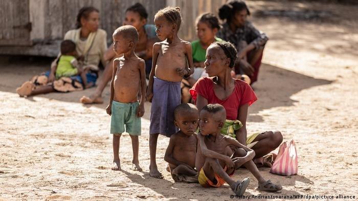 تسبب التغير المناخي والنزاعات وجائحة كورونا في زيادة عدد من فقدوا الأمن الغذائي حول العالم