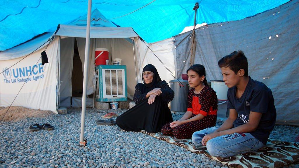 نازحون عراقيون في المخيمات/رويترز