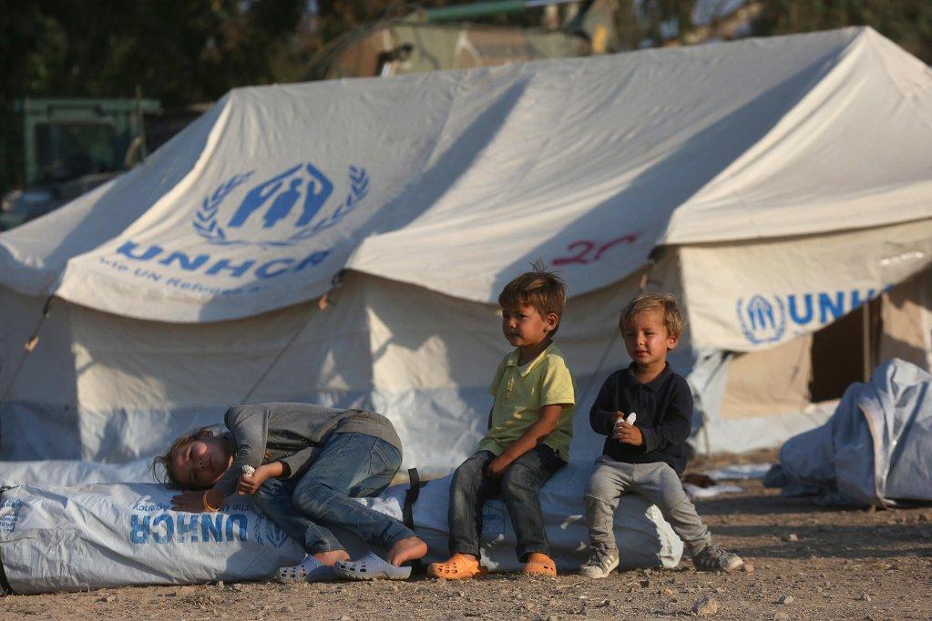 کودکان در کمپ کاراتپه که در جزیره یونانی لیسبوس قرار دارد، یونان، سپتمبر سال ۲۰۲۰/عکس: EPA/Orestis Panagiotou