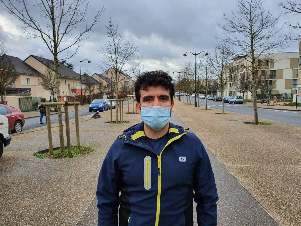 اسدالله رحمان له تېر کال راهیسې په فرانسه کې اوسېږي. انځور: کډوال نیوز