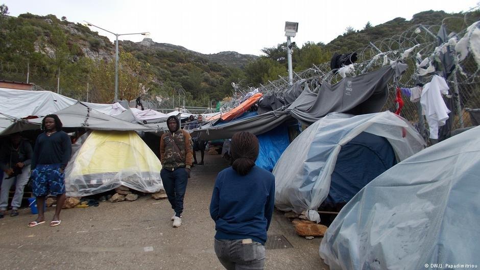 ظروف قاسية جدا يعيشها اللاجئون في المخيمات اليونانية