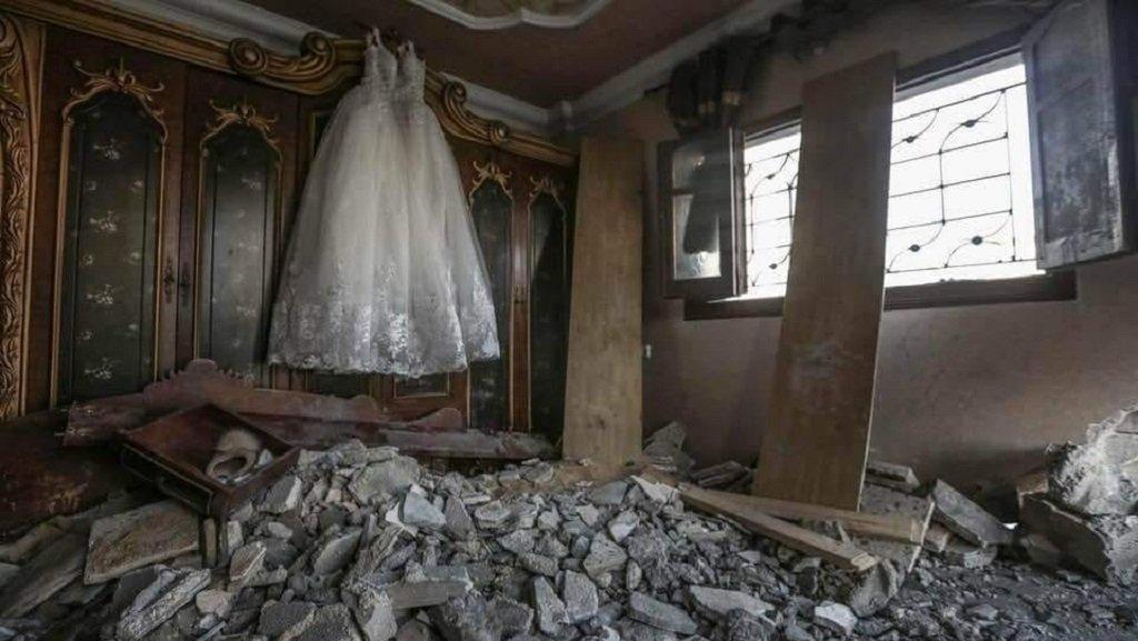 """فستان العرس الأبيض. الصورة مأخوذة عن صفحة """"دعم العريس فادي محمد الغزالي"""" على فيسبوك"""