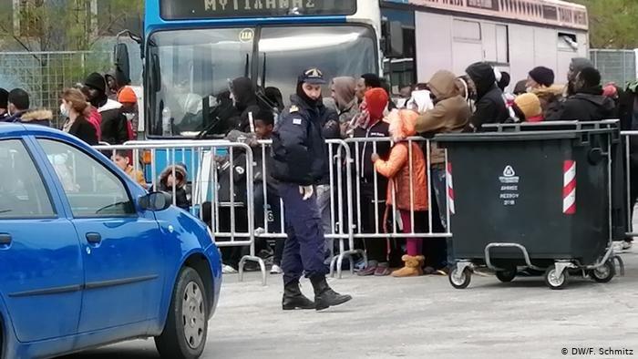 DW/F. Schmitz |لاجئون  في ليسبوس اليونانية
