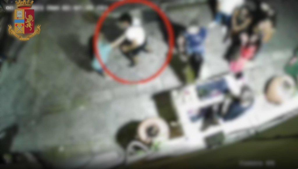 لقطة من شريط فيديو لشرطة فوجيا عن الاعتداءات. المصدر: أنسا.