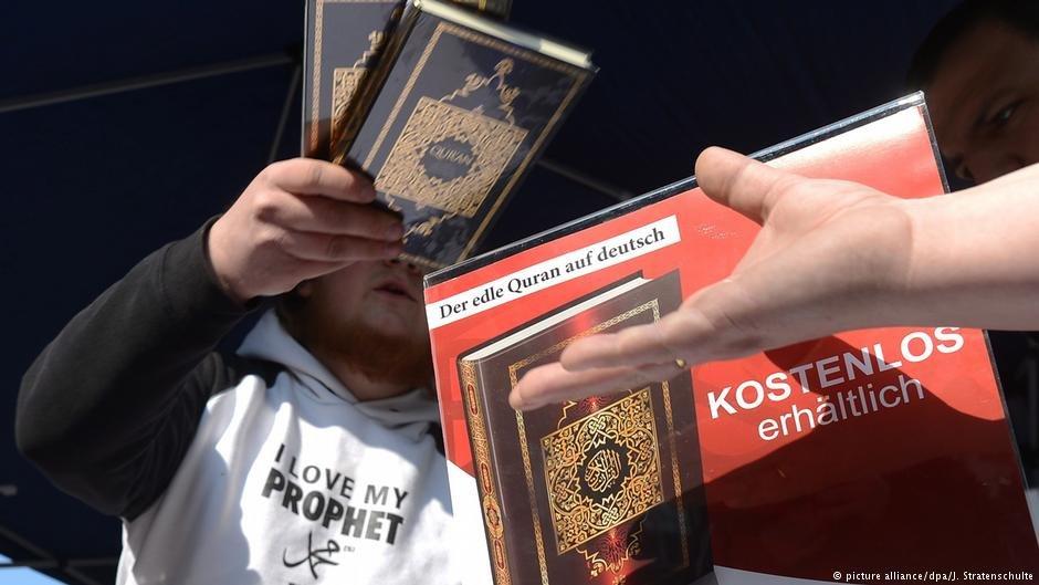 در آلمان سلفی ها به خصوص در برقراری ارتباط با مهاجران فعال بوده اند.