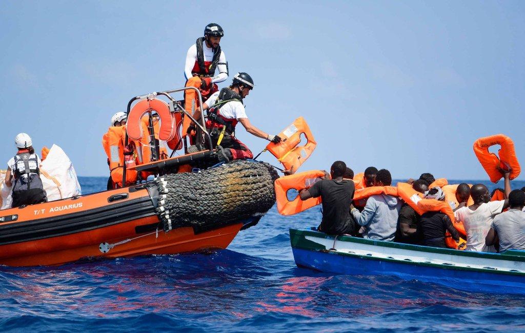 ANSA / عملية إنقاذ مهاجرين بواسطة السفينة أكواريوس غير الحكومية في البحر المتوسط. المصدر / أرئيف / إي بي إيه / جوجليمومانياباني / منظمة أس أوإس ميدراني.