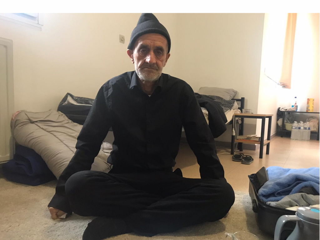غلام حسن اوس له خپلو هیوادوالو سره د پاریس په شاوخوا سیمه کې په موقت ډول وخت تیروي. انځور: مهاجر نیوز. ۱۳ جنوري ۲۰۲۱