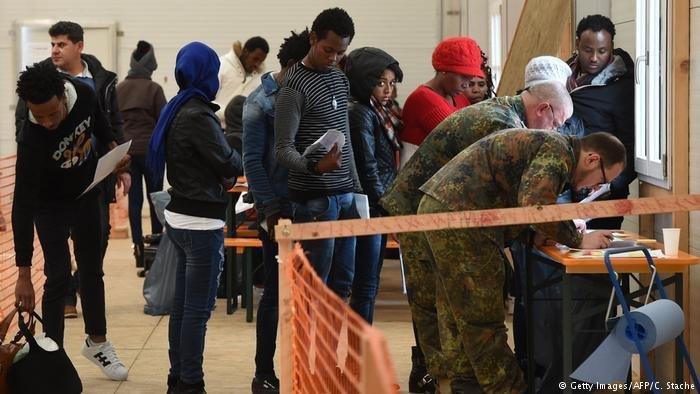 پناهجویانی  که از آلمان به ایتالیا بازگردانده شده اند (عکس آرشیف)