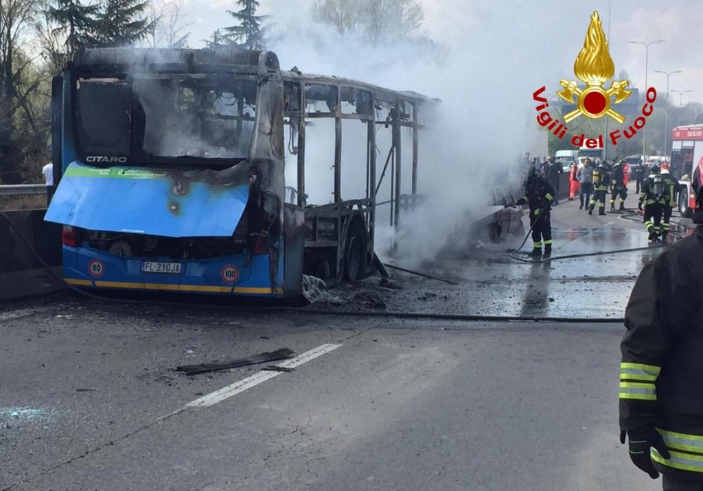 Photo of burnt-out bus | Photo: ANSA