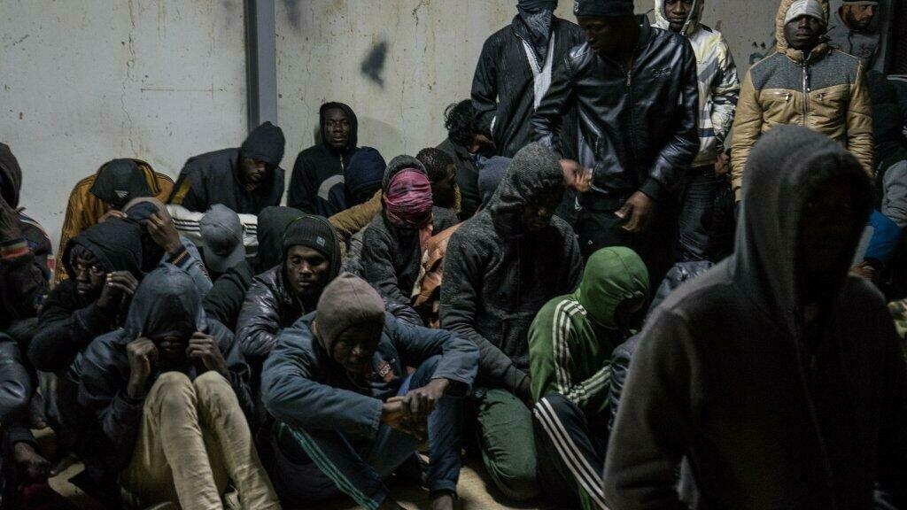 © Ansa |Plus de 350 migrants interceptés par les garde-côtes libyens dans un centre de détention en Libye, en janvier 2018.