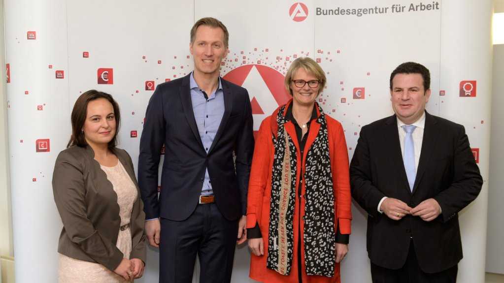 The Secretary of State Ayse Asar, Federal Employment Agency board member Daniel Terzenbach, Education and Research Minister Ana Karliczek and Employment Minister Hubertus Heil at the opening for the ZSBA in Bonn | Photo: ZAV / Rainer Unkel