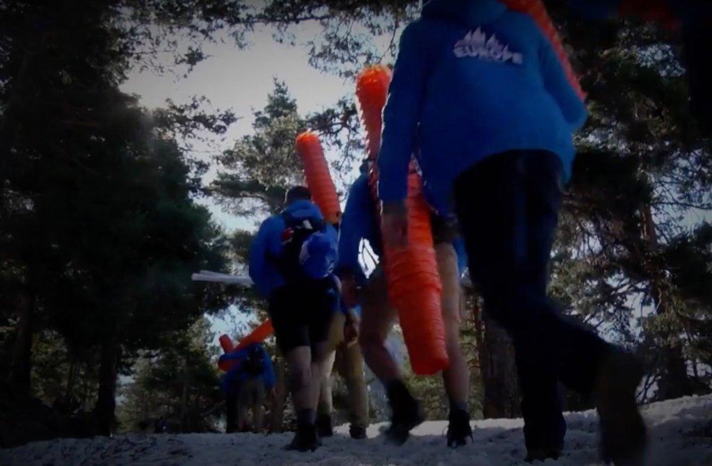 Des membres de Génération Identitaire dans les Alpes, en 2018. Crédit : Capture d'écran de YouTube