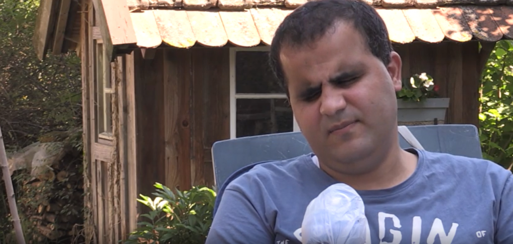 Mheddin Saho, a blind Syrian, faces deportation from Germany to Spain | Source: Screenshot from video report   BR (Bayerischer Rundfunk)