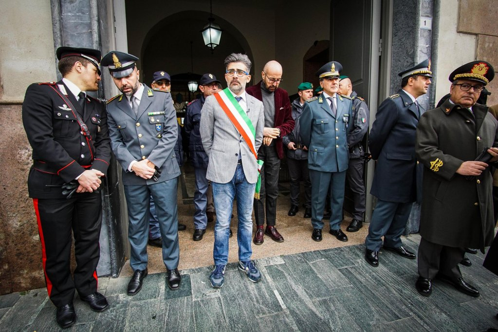 ansa / ديمتري روسو عمدة كاسل فولتورنو أثناء إعلانه اعتزام البلدية استخدام العقارات المصادرة لتسريع تكامل المهاجرين