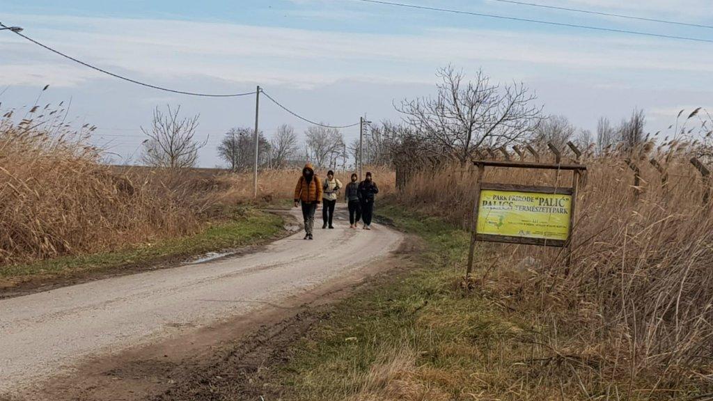کډوال د صربستان په سبوتیکا ښار کې. دوی هڅه کوي چې اروپایي ټولنې ته داخل شي. کرېډېټ: کډوال نیوز
