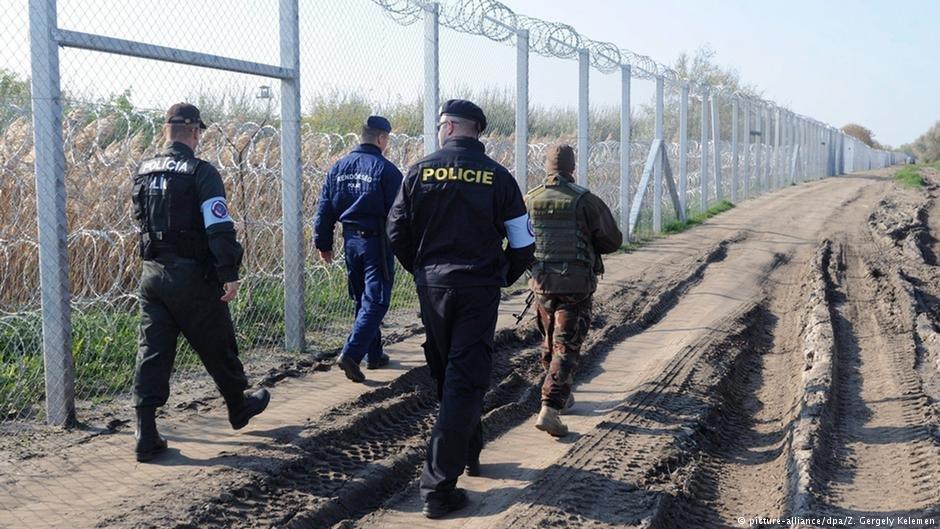 عکس آرشیف: نیروهای مرزی مقدونیه هنگام گزمه در مرز. عکس از پیکچر الیانس