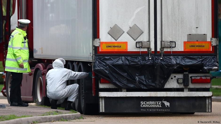 Les autorités britanniques vérifient l'intérieur des camions pour repérer d'éventuels migrants (archives). Crédit : Reuters