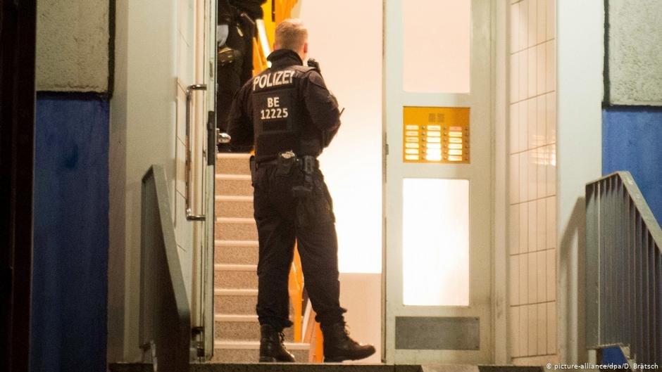 نیروهای پولیس در منطقه مارتسان-برلین (آرشیف ذویچه وله)