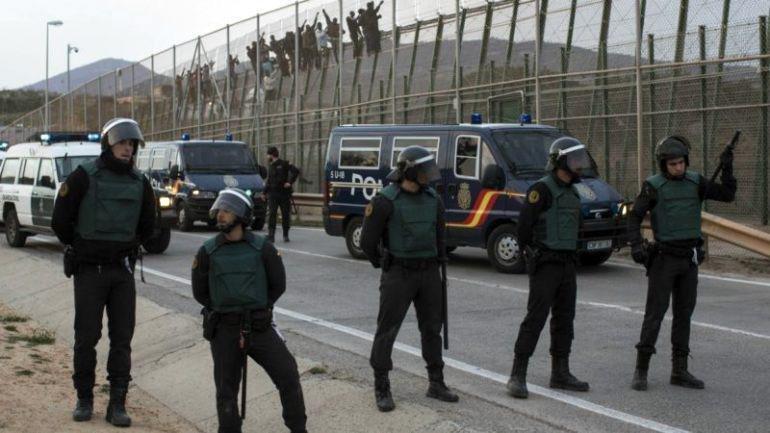 ansa / رجال الشرطة قرب الحدود في مليلية