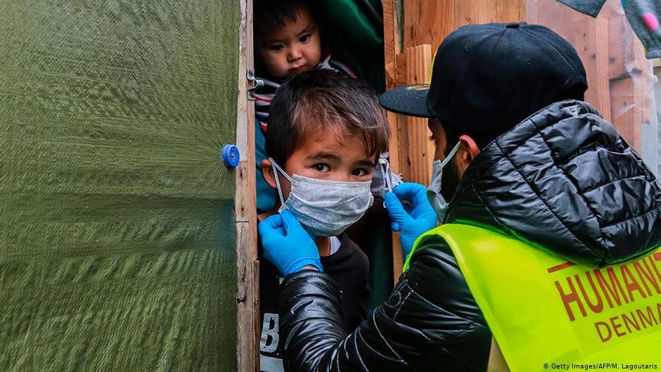 تحذير من خطر تفشي فيروس كورونا في مخيمات اللاجئين على الجزر اليونانية والمطالبة بإجلاد فوري لمن يشكل الفيروس خطرا على حياتهم