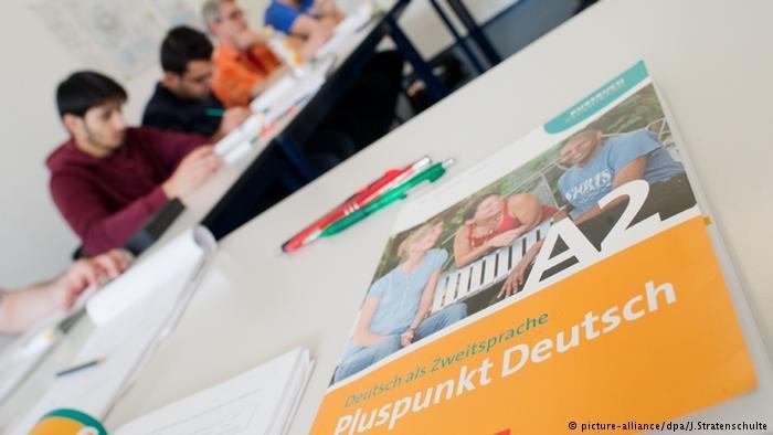 يتعلم اللاجئون اللغة الألمانية من خلال دورات الاندماج