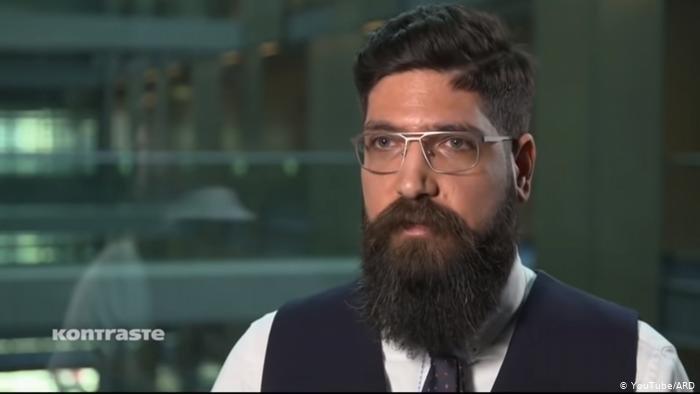 كيفورك ألماسيان سوري من أصل أرمني، يعمل في مكتب النائب المنتمي لحزب البديل لألمانيا اليميني الشعبوي في البوندستاغ