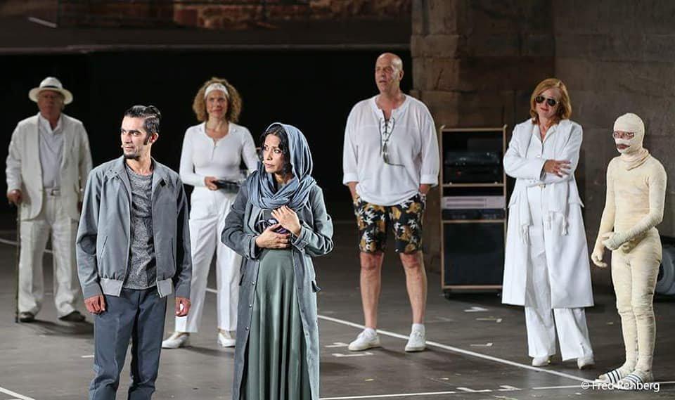 """لینا علم در نمایشنامه """" پییر گینت"""" که در ۶۸همین جشنواره بادهرسلفد در آلمان به نمایش درآمد. عکس از Fred Rehberg( از صفحه فسیبوک لینا علم)"""