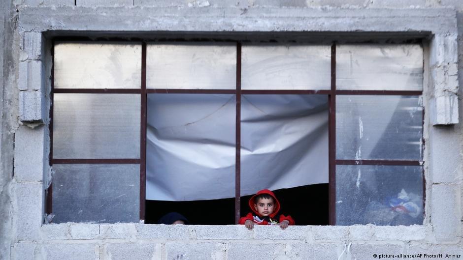 هشتاد درصد شهروندان سوریایی در داخل این کشور با فقر دست و پنجه نرم میکنند.