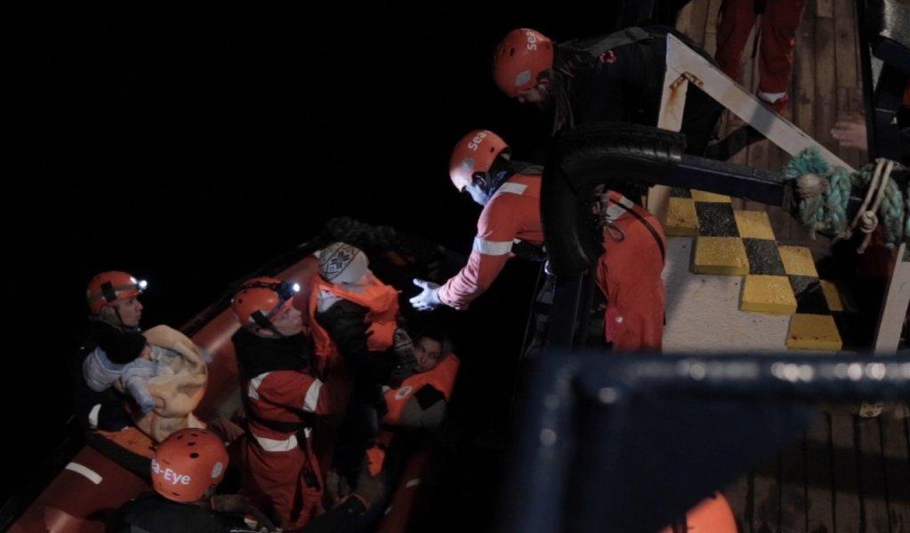 کشتی آیلان کردی ٣٢ مهاجر را در آب های ساحلی لیبیا نجات داد. عکس: سازمان سی آی