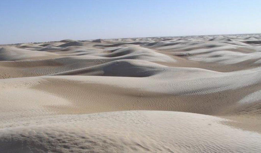 Le désert du Sahara, dans la région de Touzeur. Crédit : Wikipedia commons
