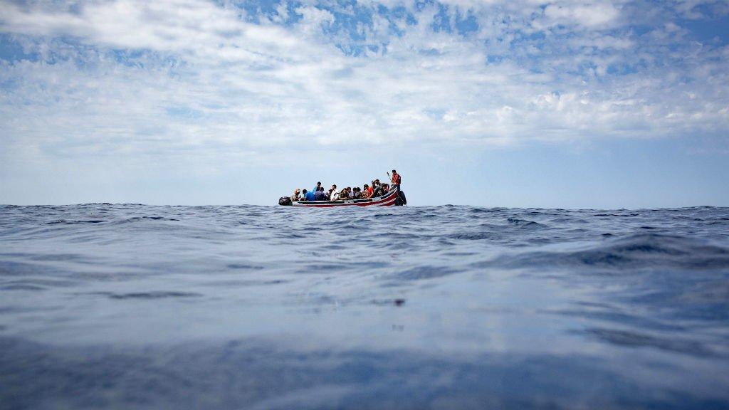 Marcos Moreno, AFP |Un bateau de migrants dérivant sur la Méditerranée, le 8 septembre 2018.
