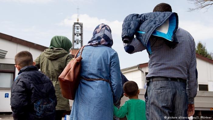 كورونا بدأ ينتشر في أوساط اللاجئين في ألمانيا كما أنه أغلق الحدود الأوروبية أمامهم