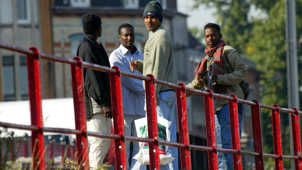 Des réfugiés soudanais, près du port de Calais. Crédit : AFP