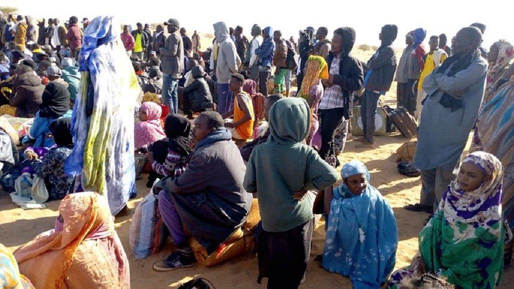 مهاجرون وطالبي لجوء أمام مقر مفوضية اللاجئين في أغاديز، 17 كانون الأول/ديسمبر 2019. الصورة من أحد المهاجرين