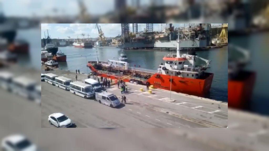 إنزال المهاجرين في مالطا/صورة ملتقطة من فيديو لـ mission life