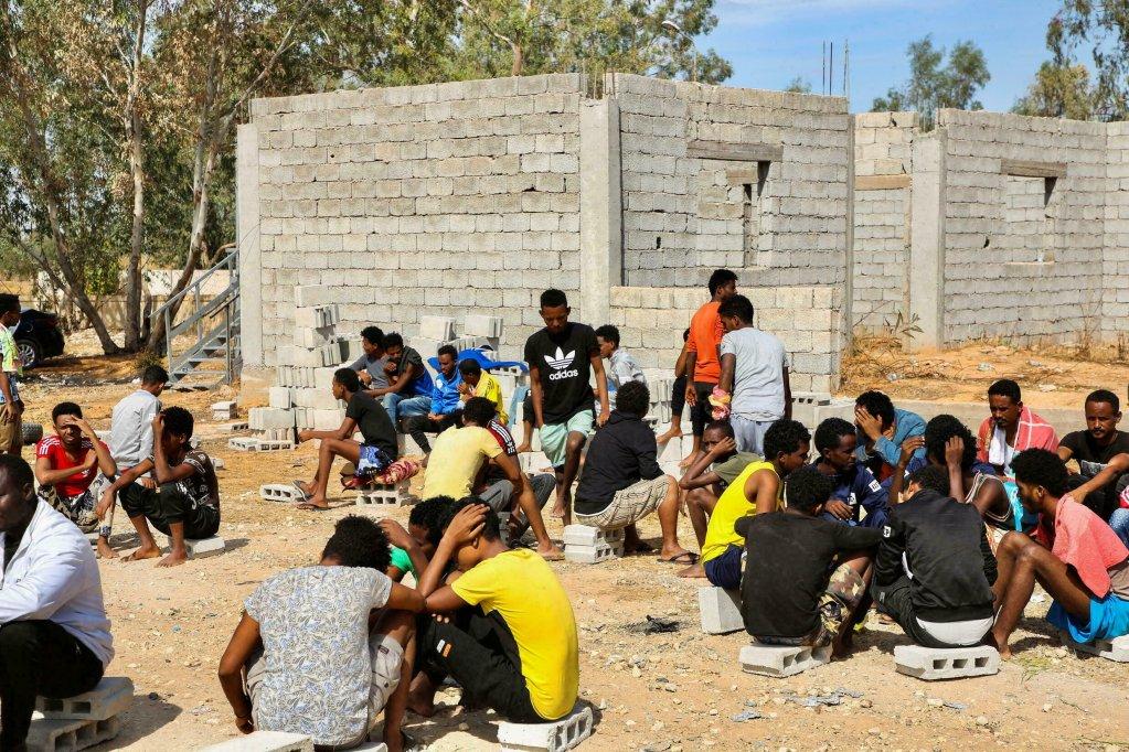 Des migrants dans le centre de détention d'Ain Zara, à Tripoli, le 12 octobre 2021. Crédit : Reuters