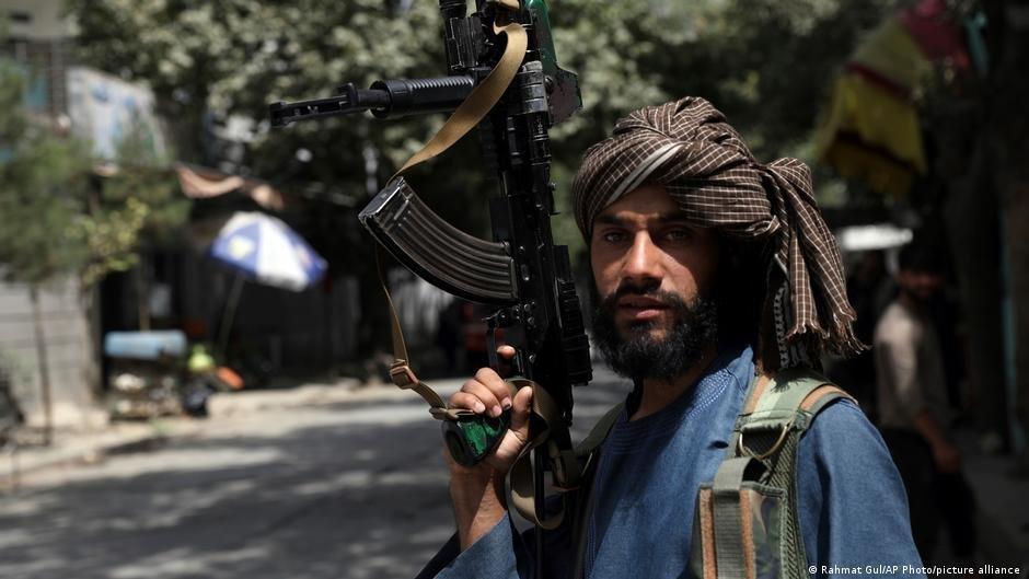 حركة طالبان كانت قد تعهدت بعدم الانتقام ممن عملوا مع القوات الأجنبية في السابقة، لكن الكثيرين مازالوا غير وايقين من ذلك التعهد. Picture-alliance