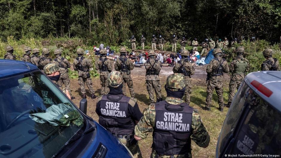 La Pologne accuse la Biélorussie d'aider des migrants à passer la frontière clandestinement | Photo : Wojtek Radwanski/AFP/Getty Images (via DW)