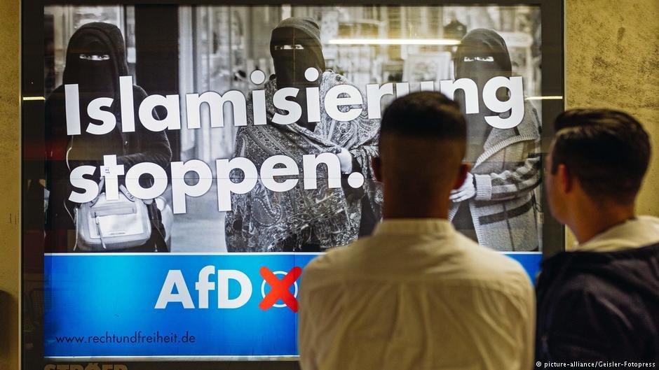 پوستر حزب بدیلی برای آلمان «ای اف دی» در شهر کولن آلمان/عکس: Picture-alliance/Geisler-Fotopress