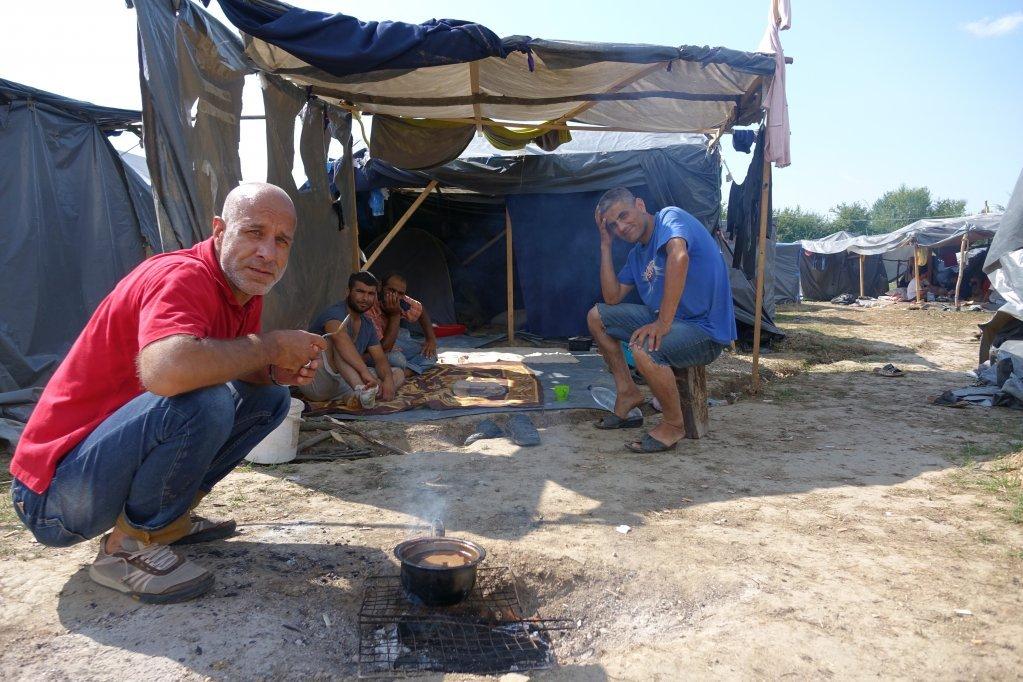 مهاجرون عالقون على الحدود البوسنية الكرواتية يروون معاناتهم