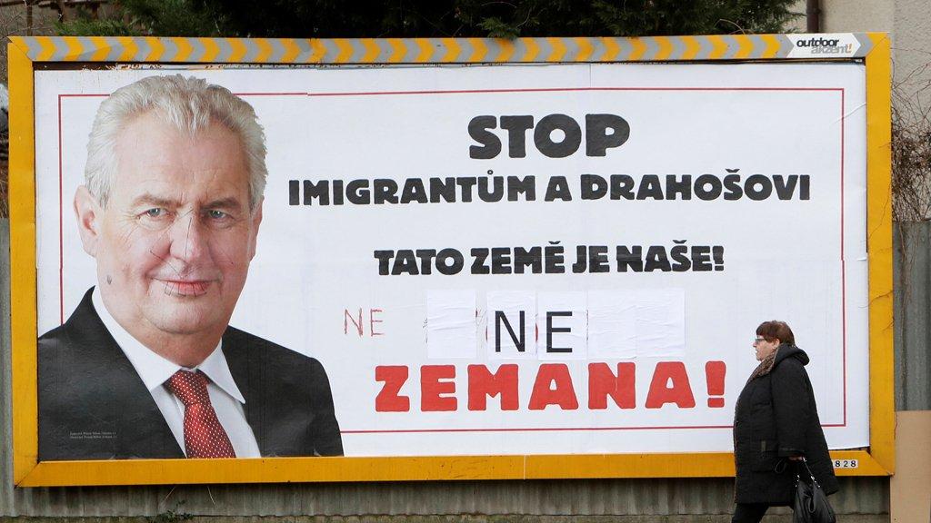 Une affiche de la campagne de Milos Zeman contre l'immigration. Crédit : Reuters